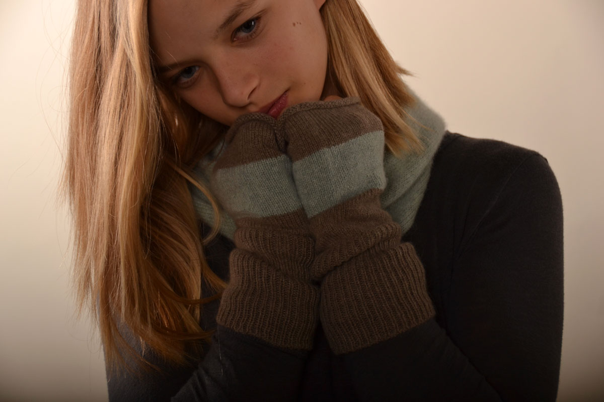 Color Blocked Wrist Warmers with Solid Neck Warmer