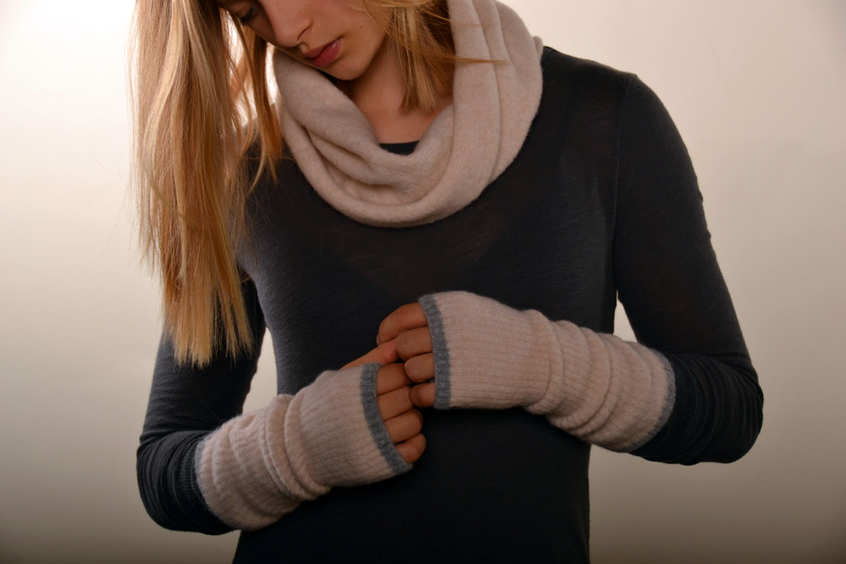 Twisted Neck Warmer with Ribbed Wrist Warmers
